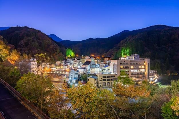 Tsuchiyu onsen na prefeitura de fukushima no outono outono, tsuchiyu onsen é o melhor lugar para você pesquisar as fontes termais de tsuchiyu (fukushima)