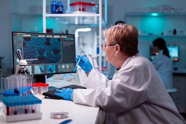 Tubo de ensaio em vírus médico de laboratório de engenharia moderno, experiência de amostra