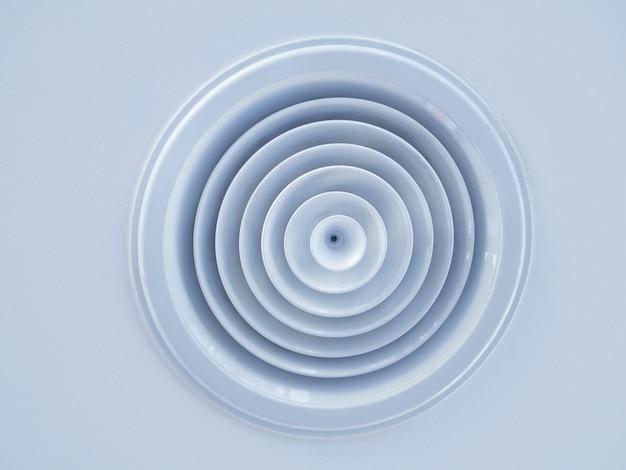 Tubo de ventilação de ar instalado no teto