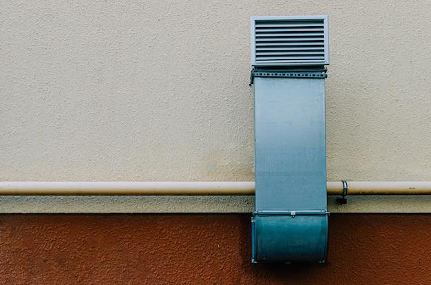 Tubo de ventilação de metal com grelha