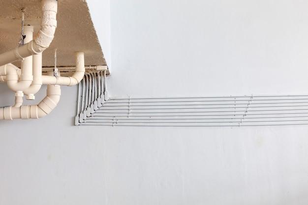 Tubo para linha elétrica no edifício industrial ou edifício comercial