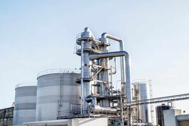Tubos brilhantes de refinaria de petróleo