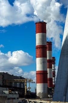 Tubos de fábrica de árvores e território de fábrica
