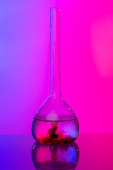Tubos de vidro de laboratório com produtos químicos