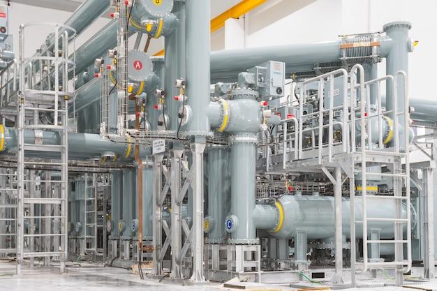 Tubos na estação de energia
