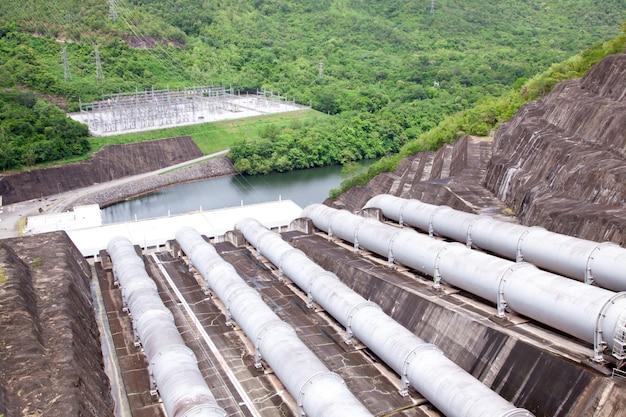 Tubulação de água da usina hidrelétrica