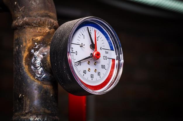 Tubulações com manômetro de água