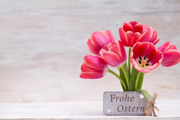 Tulipas cor de rosa, flores da primavera e decoração de páscoa