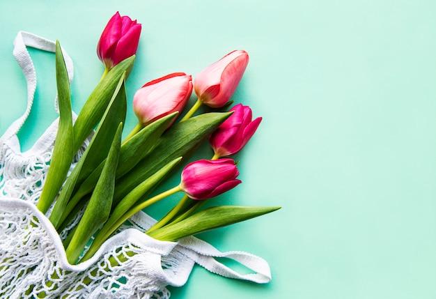 Tulipas primavera em saco ecológico