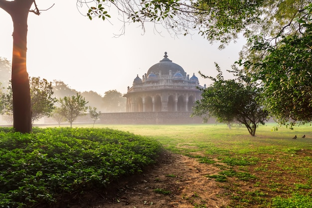 Tumba de isa khan niazi, localizada perto do complexo da tumba do imperador mughal humayun em nova delhi, índia.