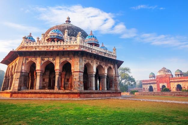 Tumba de isa khan no complexo da tumba de humayun em delhi, índia.