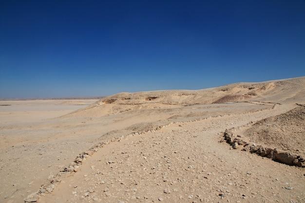 Túmulos dos faraós em amarna nas margens do nilo