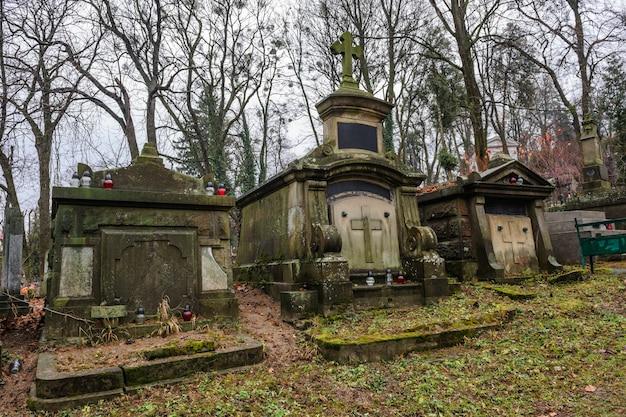 Túmulos medievais no cemitério
