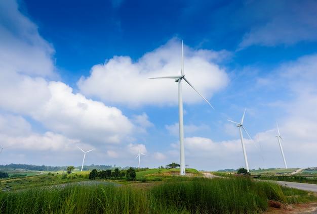 Turbina de moinho de vento para produção elétrica em khao kho, petchaboon, tailândia