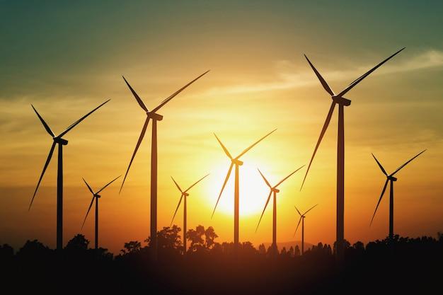 Turbina de vento e pôr do sol