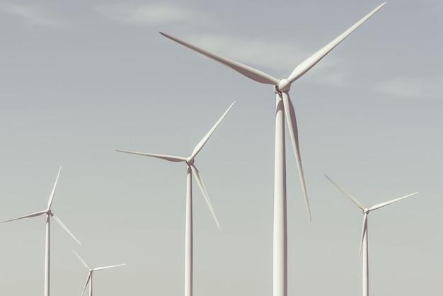 Turbinas eólicas em um dia de verão