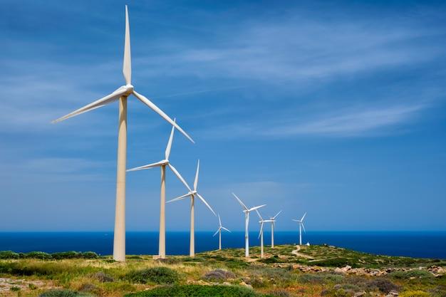 Turbinas eólicas. ilha de creta, grécia