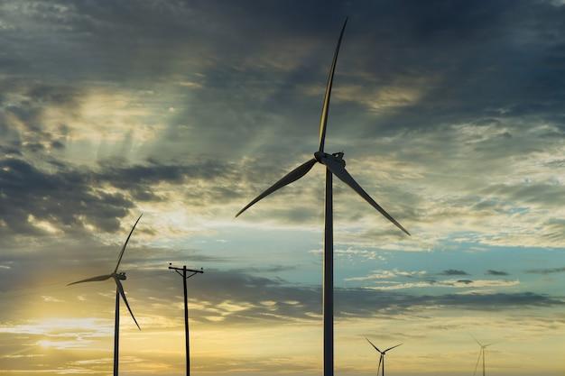 Turbinas eólicas moinho de energia fazenda o belo pôr do sol no texas