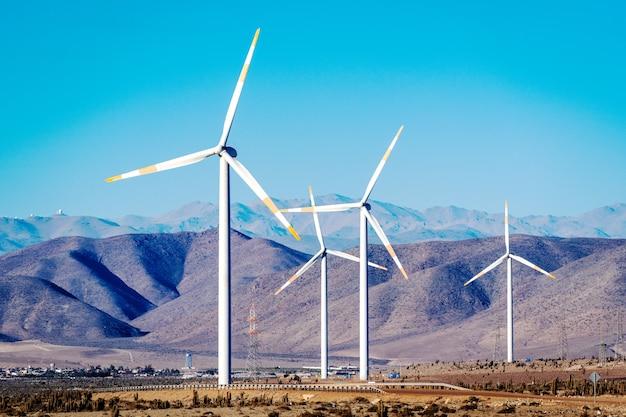 Turbinas eólicas no deserto