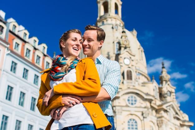 Turismo - casal na frauenkirche em dresden
