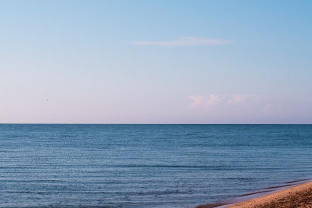 Turismo de viagens e férias de verão. fuga do oceano