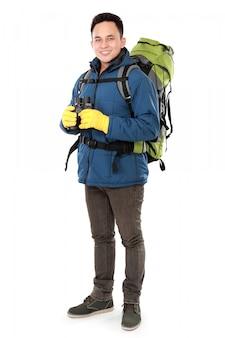 Turista de homem caminhante com binóculos