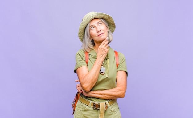 Turista de meia-idade de férias