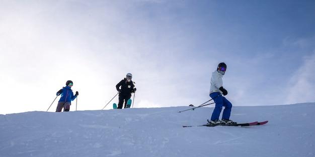 Turistas, esquiando, chutando, cavalo, montanha, recurso, dourado, columbia britânica, canadá