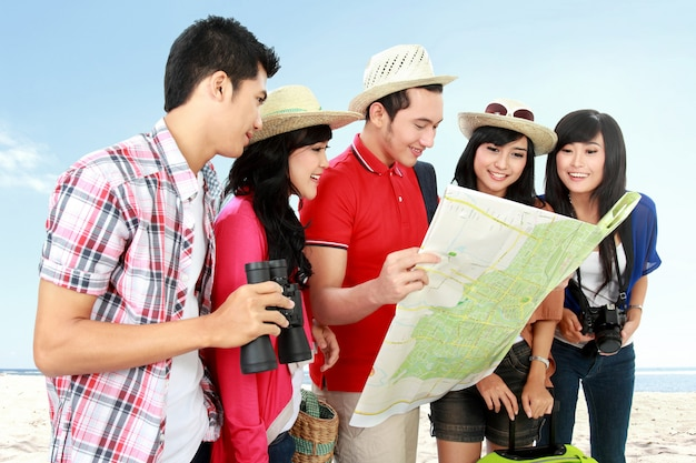 Turistas felizes do adolescente