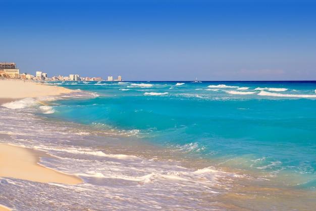 Turquesa da costa da praia do mar do cararibe de cancun