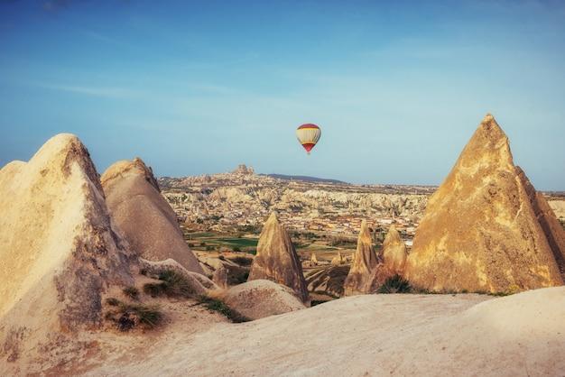Turquia capadócia balões bonitos voo pedra paisagem
