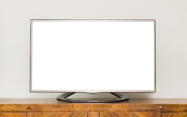 Tv lcd plana em armário de madeira marrom na sala de estar.