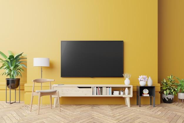 Tv no armário na moderna sala de estar com parede amarela