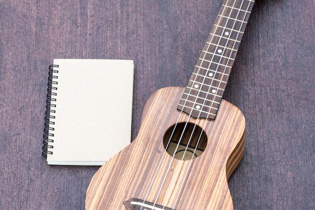 Ukulele com o notebook