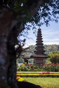 Ulun danu beratan temple em bali, na indonésia