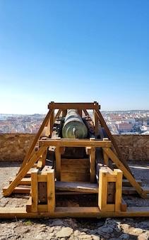 Um antigo canhão em uma fortaleza