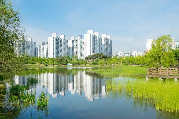 Um apartamento acessível à beira do lago
