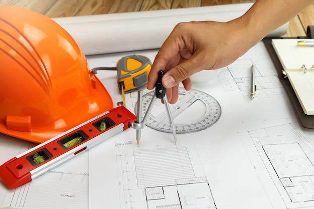 Um, arquiteta, ou, engenheiro, trabalhando, ligado, blueprint