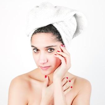 Um, atraente, mulher jovem, com, dela, branca, envolto, toalha, cabeça