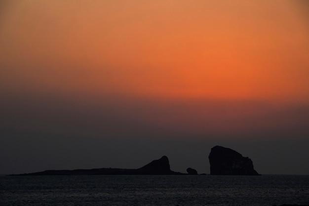 Um belo nascer do sol na ilha de jeju, coréia