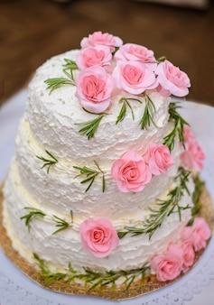 Um bolo grande