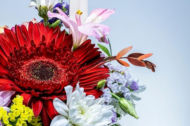 Um buquê de flores de gérberas