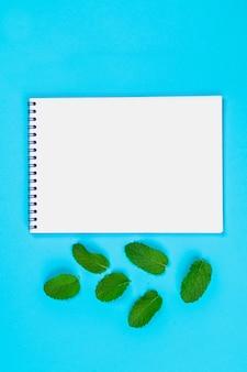 Um, caderno vazio, fundo