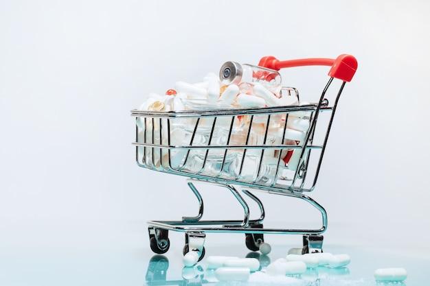 Um carrinho de compras com remédios