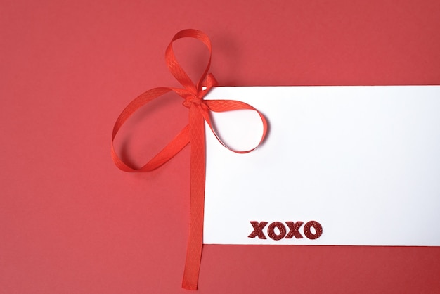 Um cartão em branco com corações para o dia dos namorados. para cumprimentos do dia dos namorados e declarações de amor.