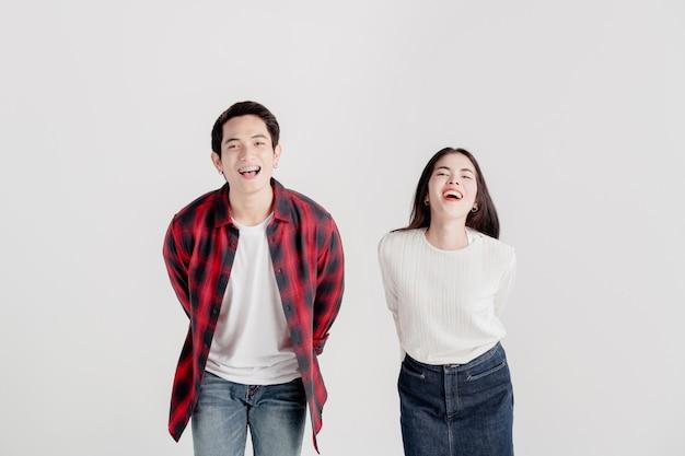 Um casal apaixonado se diverte no dia dos namorados