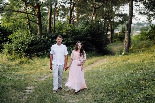 Um casal grávida