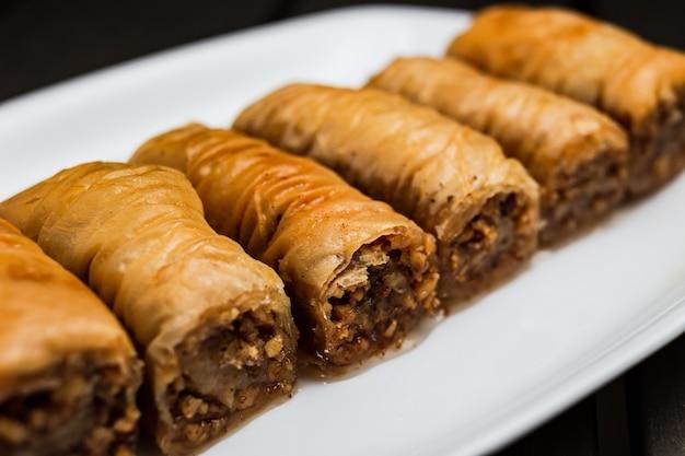 Um close-up de baklava de sobremesa turca