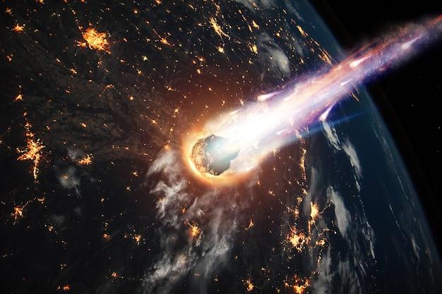 Um cometa, um asteróide, um meteorito brilha, entra na atmosfera da terra. ataque do meteorito. chuva de meteoros.