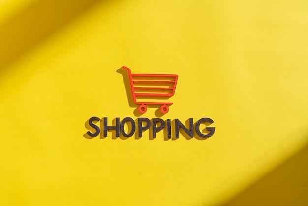 Um conceito de ícone de carrinho de compras recortou letras, venda, loja, negócios, simples, minimalista